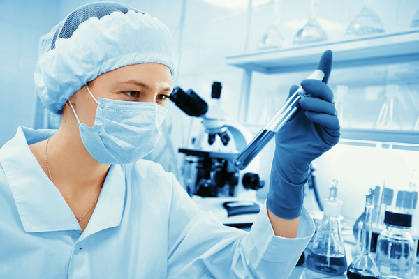 Lab Tech following best practices of sample management to test blood sample